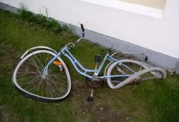 A wrecked bicycle