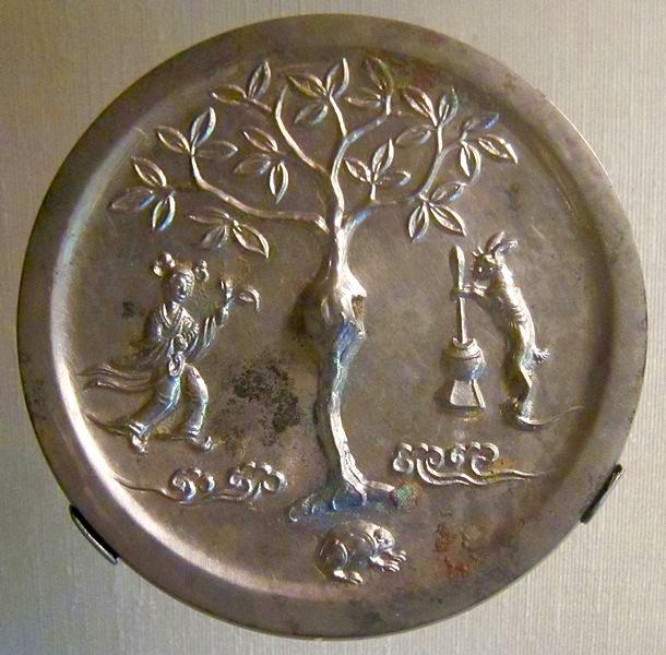Tang Dynasty bronze Chinese moon goddess mirror. CC Hiart, 2011