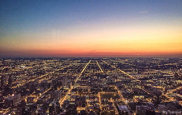 Sunset in Chicago downtown from Signature Lounge