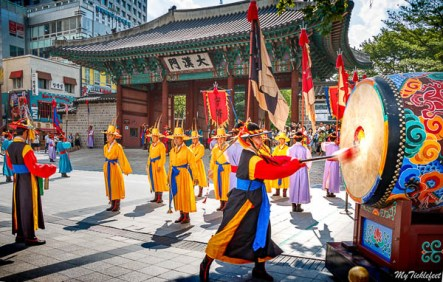 See a vibrant change of guard ceremony in two palaces in S. Korea