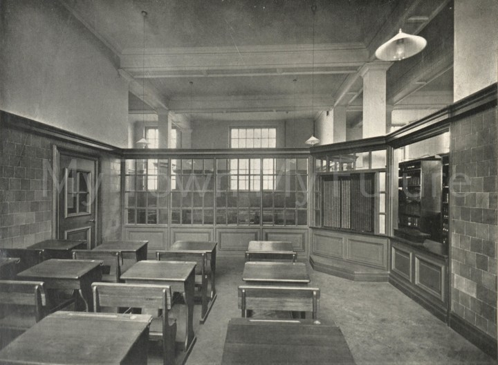 A photo of Central Library - junior 1912.