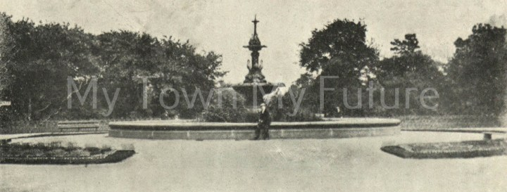 Albert Park - Fountain which was presented by Joseph Pease Esq. Postmarked 25th March 1904 - to Miss Ada Tabraham - RSK Series