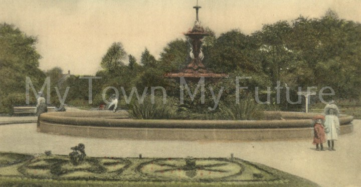 Albert Park - Fountain which was presented by Joseph Pease Esq. Postcard RSK Series
