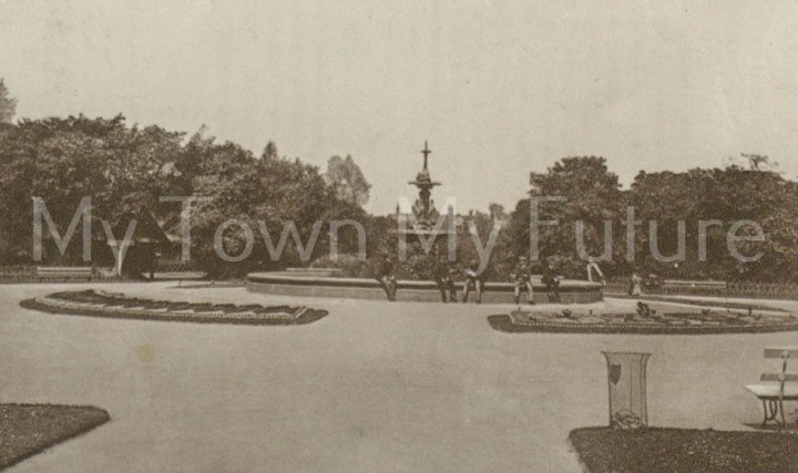 Albert Park - Fountain which was presented by Joseph Pease Esq. Postcard to Miss Grafton