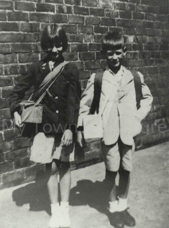 World War II,Audrey Ellis,Peter Howells