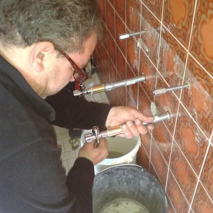 Wie verlängere ich Wasseranschlüsse im Bad