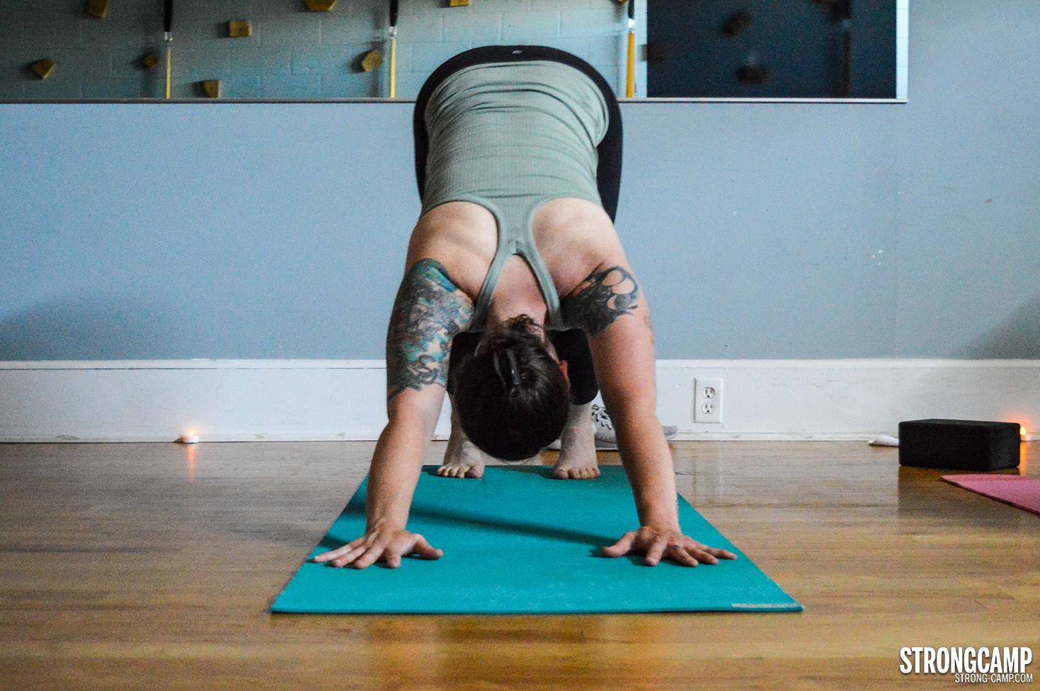 STRONGCAMP yoga downward dog