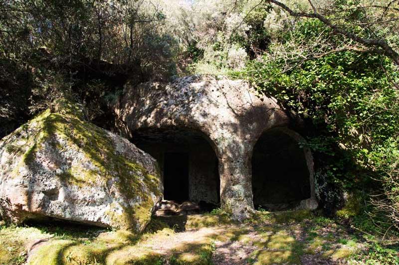 Natura e grotte lungo la Via Amerina