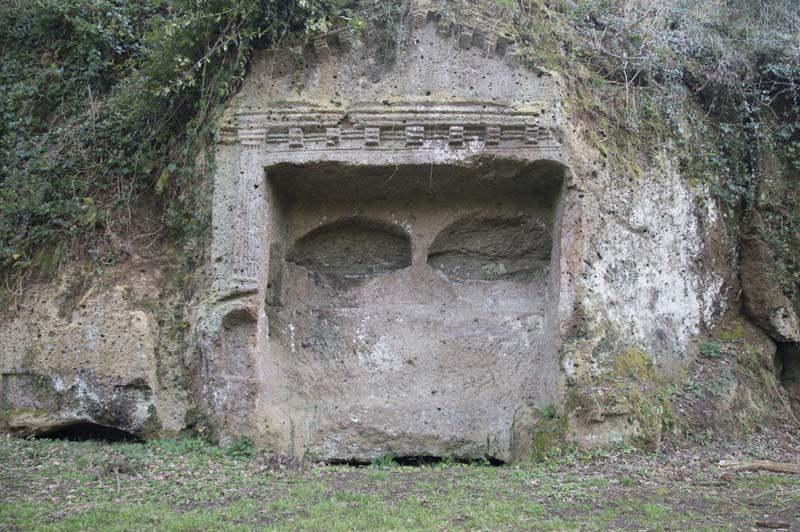 Sutri, tomba etrusca lungo la Via Cassia