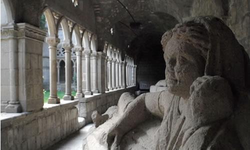 Chiostro gotico e reperti etruschi al Museo Civico di Viterbo