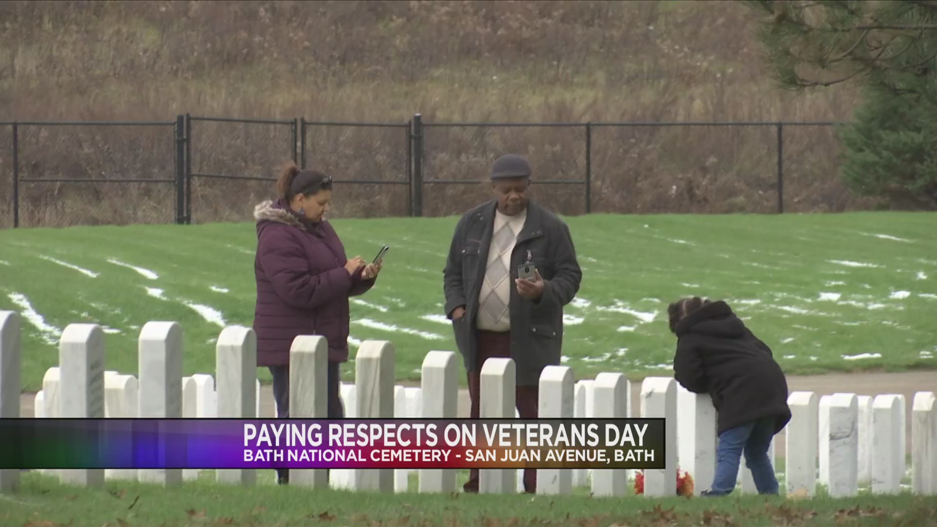 Local_families_pay_respects_to_fallen_he_0_20181112225657