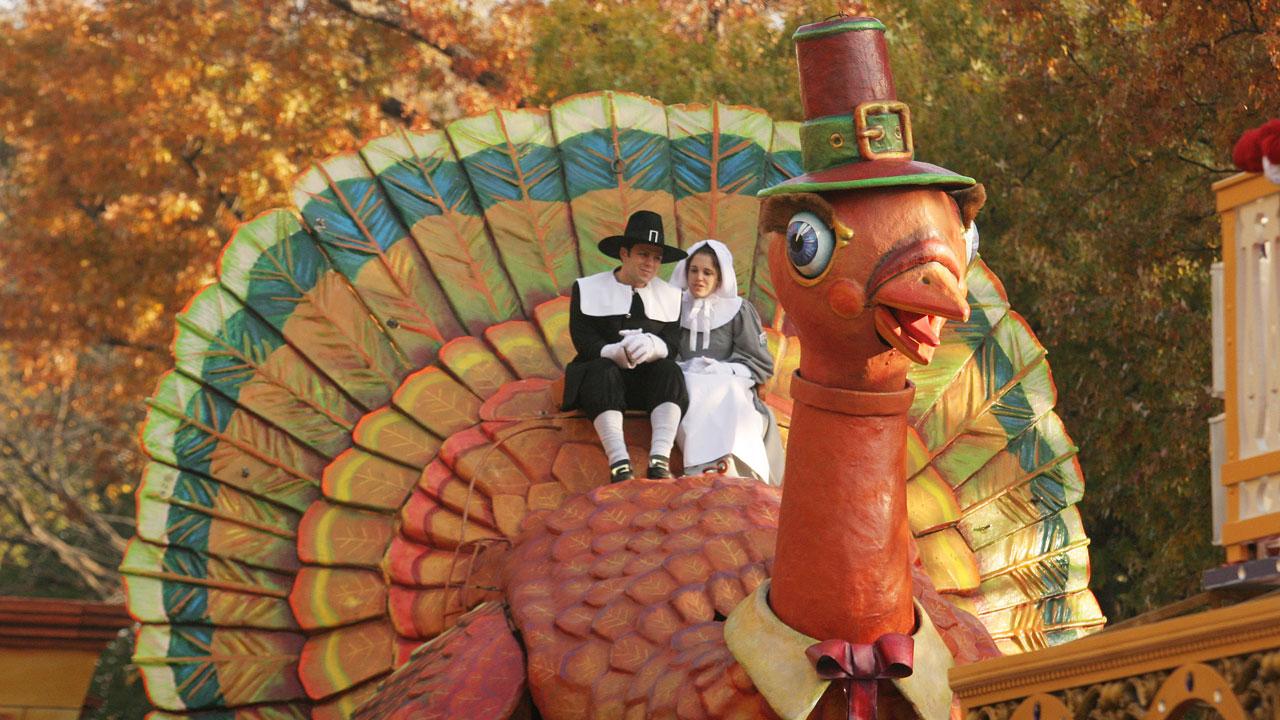 Thanksgiving pilgrims and turkey, Macy's parade55228293-159532