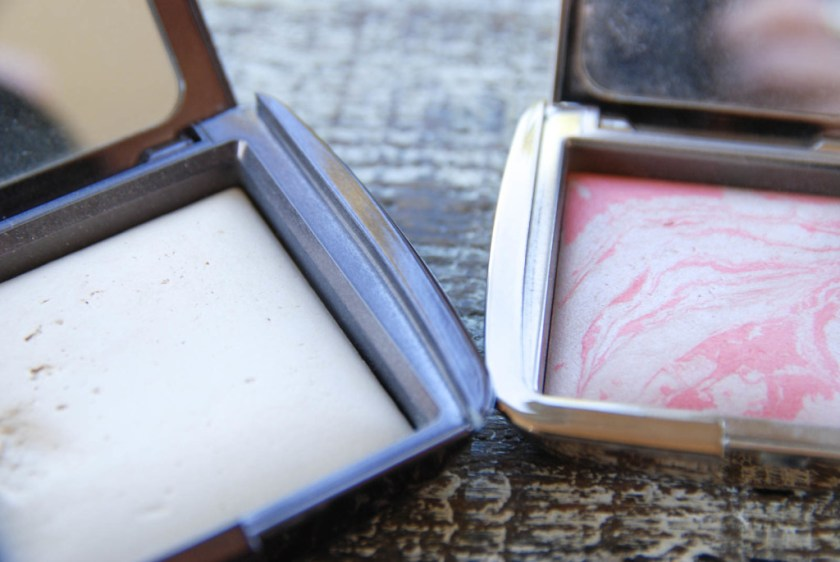 Hourglass Ambient Lighting Powder in Diffused Light Ambient Lighting Blush in Incandescent Electra