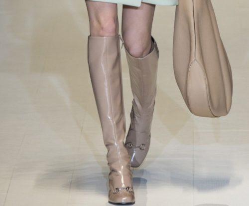 8562c748db ... Autunno Inverno di Gucci, regalandoci accessori che sono vere e proprie  chicche ispirate all' epoca: come questi stivali alti al ginocchio, in pelle  ...