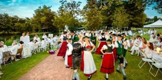 Une soirée haute en couleurs appréciée par plus de 400 convives de tous âges, rivalisant d'élégance et de joie de vivre dans ce cadre splendide.