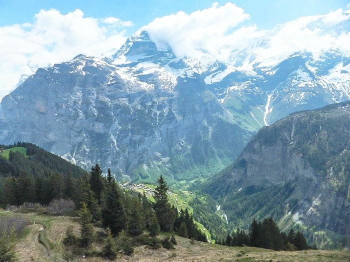 Gimmelwald, Switzerland | Hiking in the Swiss Alps | Murren | mountains | cows | Where is gimmelwald? | Where to stay in Gimmelwald | Hiking trails | Murren
