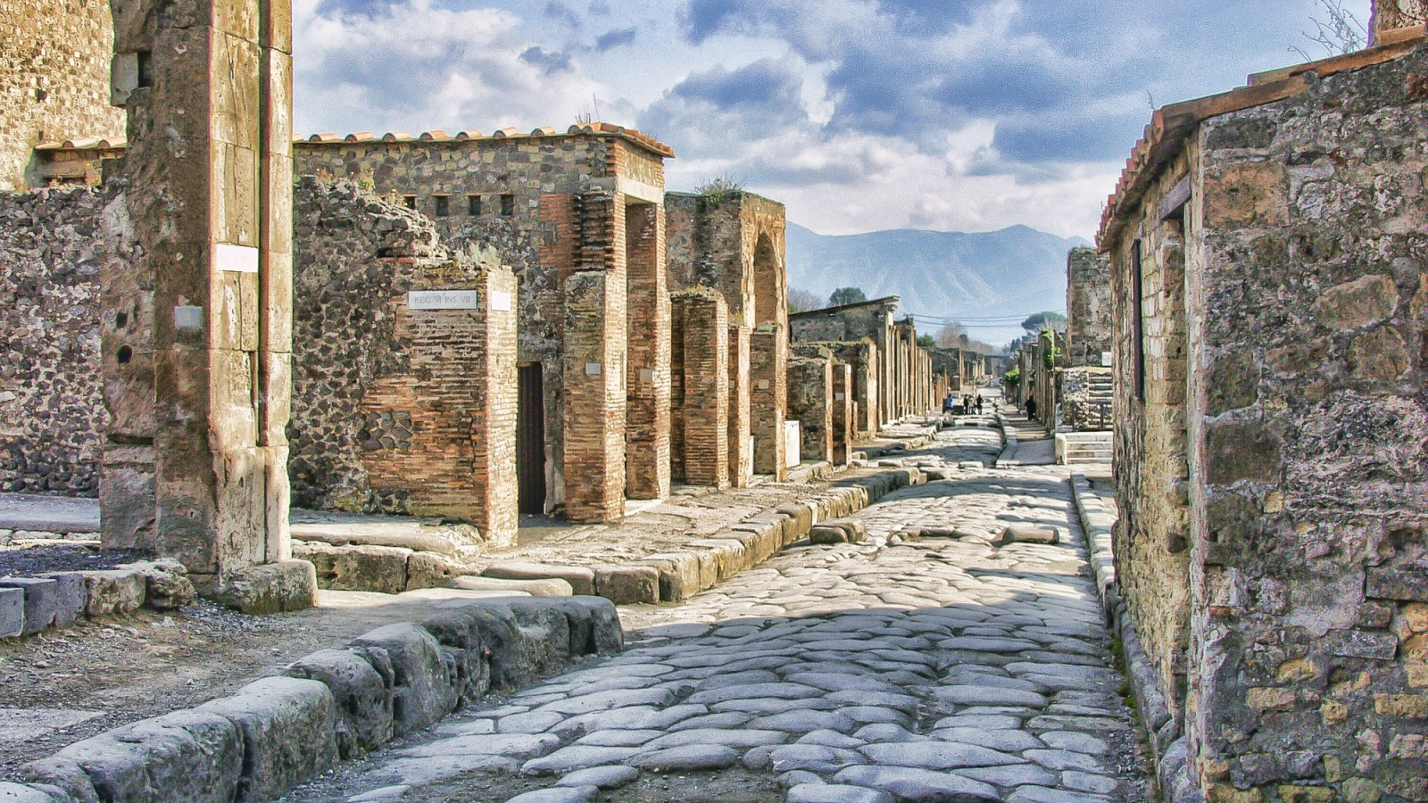 A Dull Day in Pompeii // A Photo Essay – MY WANDERLUSTY LIFE