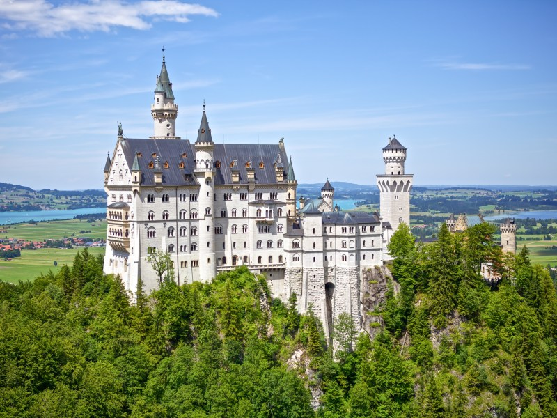 Do This, Not That // Visiting Neuschwanstein Castle | Day trip to Neuschwanstein Castle from Munich, Germany | Exploring the Bavarian castle of Mad King Ludwig