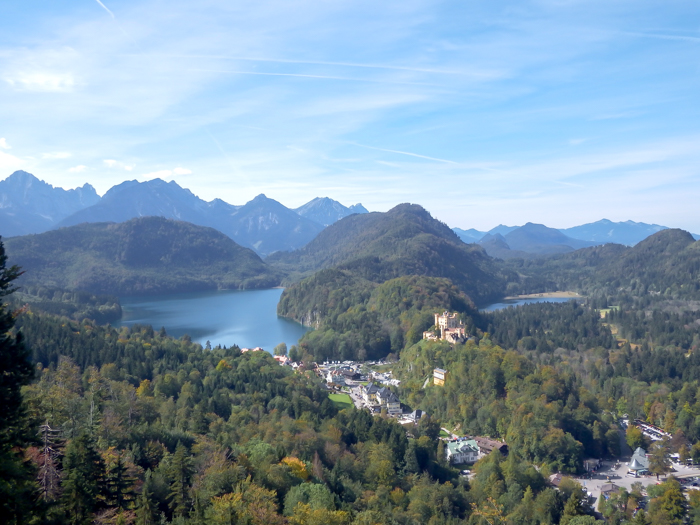 Do This, Not That // Visiting Neuschwanstein Castle | Dos and don'ts for your trip to Füssen to visit Kind Ludwig's famous fairy tale castle, view from #neuschwanstein #castle #swanking #fairytale #germany #traveltips #bucketlist
