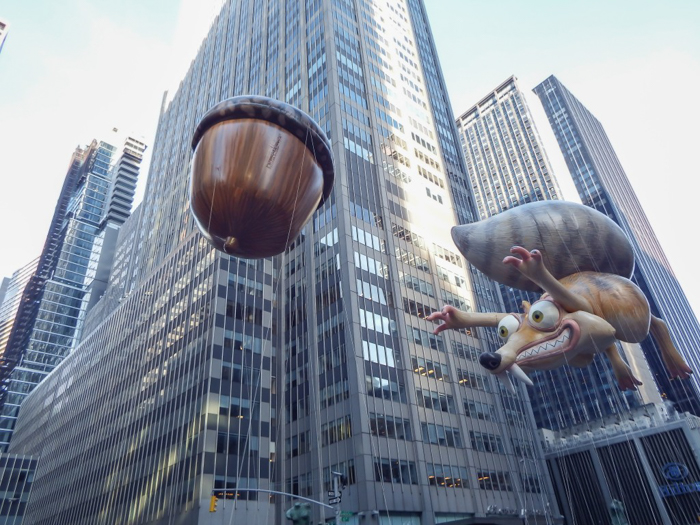 Do This, Not That // Macy's Thanksgiving Day Parade tips | Ice Age balloon at the Macy's Thanksgiving Day Parade in New York City