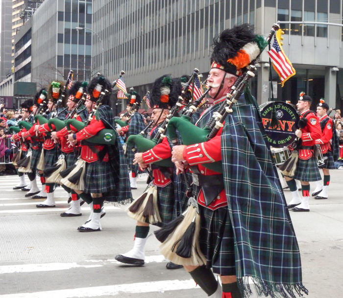 Do This, Not That // Macy's Thanksgiving Day Parade tips | NYFD bagpipers at the Macy's Thanksgiving Day Parade in New York City