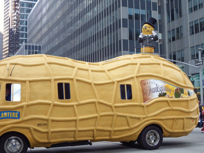 Do This, Not That // Macy's Thanksgiving Day Parade tips | Mr. Peanut at the Macy's Thanksgiving Day Parade in New York City