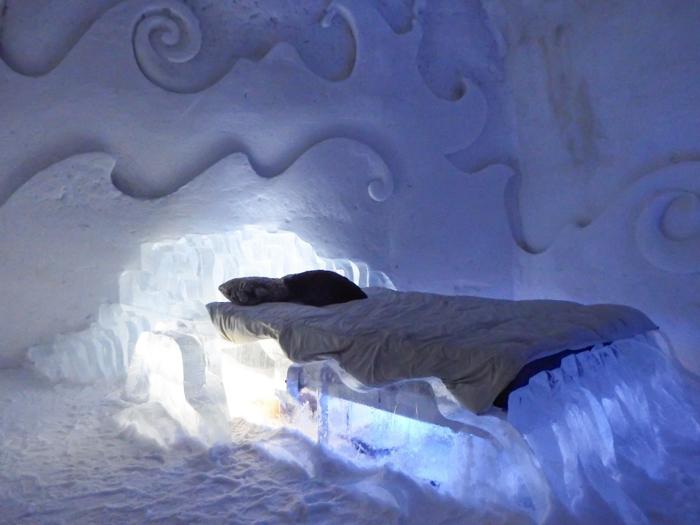 Hôtel de Glace // Straight Chillin' at Québec City's Ice Hotel   Québec City's ice hotel   ice bed   suite