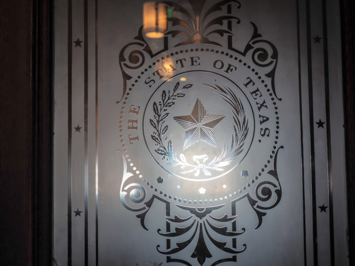 3 cities in 3 days in Texas | Dallas, Austin, San Antonio | What to do in Texas | Where to go in Texas | What to see in Texas | Dallas CityPASS | Austin, Capitol Building, window
