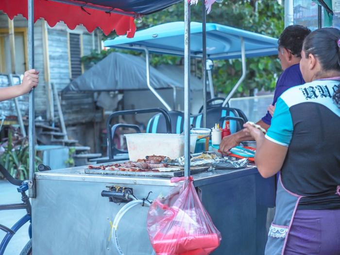 17 things that shocked me in Belize // Caye Caulker street food