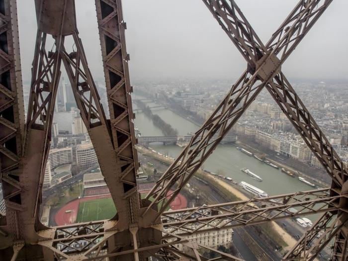 3 days in Paris, France | Paris Museum Pass | Paris Passlib' | Paris Visite | Eiffel Tower | riding up