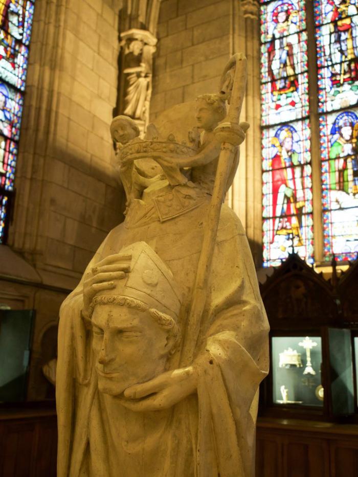 3 days in Paris, France | Paris Museum Pass | Paris Passlib' | Paris Visite | Notre Dame Cathedral | pope statue