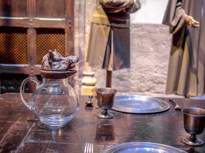 Do This, Not That // Harry Potter Studio Tour | Leavesden, London, UK | Harry Potter film studio and set | Things to do in London | What to do in London | What to see in London | great hall table setting