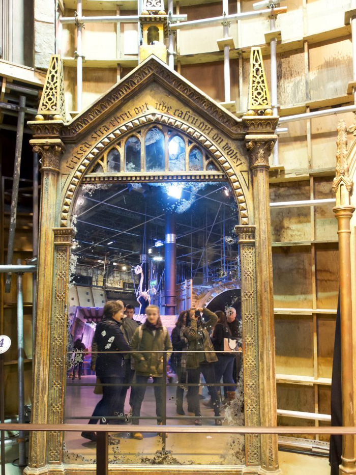 Do This, Not That // Harry Potter Studio Tour | Leavesden, London, UK | Harry Potter film studio and set | Things to do in London | What to do in London | What to see in London | mirror of erised