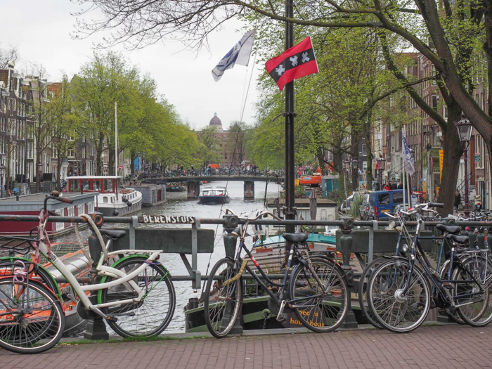 3 days in Amsterdam, Netherlands | canal at sunset | Red Light District