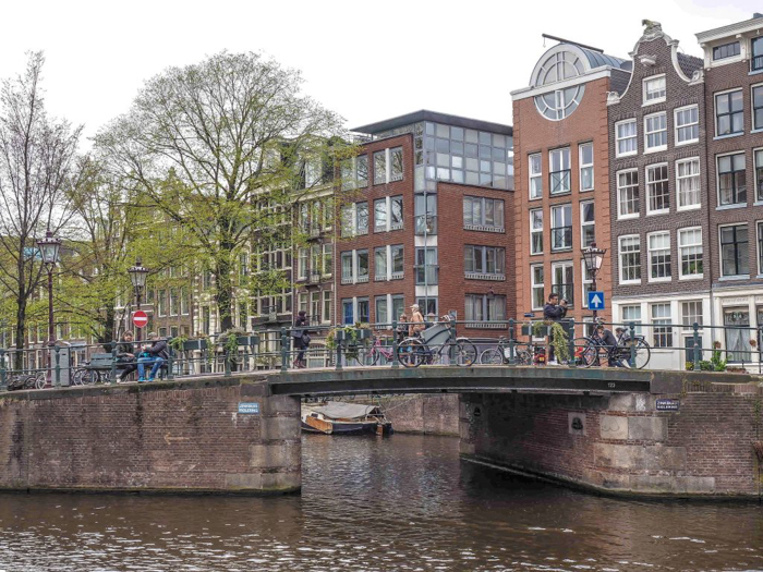 Strolling the canals of the Jordaan during 3 days in Amsterdam, Netherlands | Dutch culture and history | cats in windows