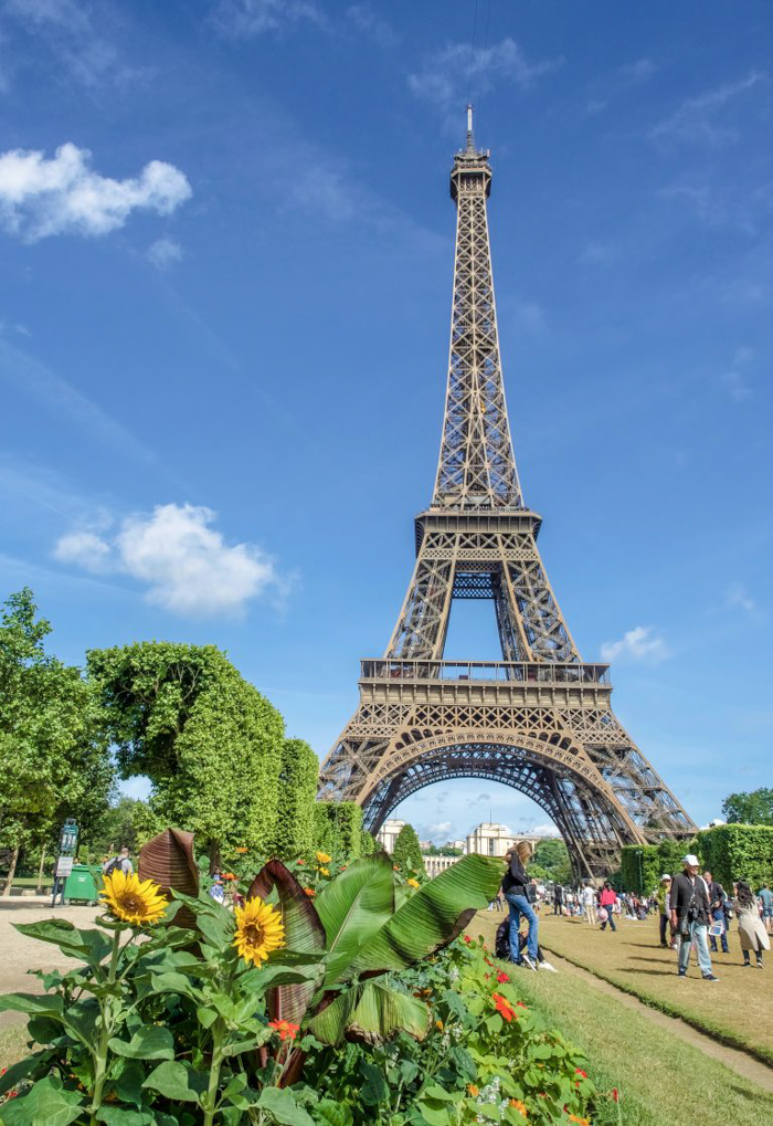 When is the best time to visit Paris, France? Here is a summer vs. winter showdown. Hotel and airfare costs and room availability | Crowds and lines at popular museums, monuments, and attractions | Weather conditions | the Louvre, Eiffel Tower, Arc de Triomphe, Giverny, Versailles, Notre Dame Cathedral, Musee d'Orsay