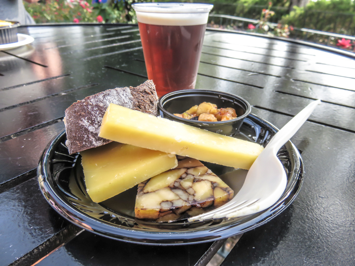 What to pack for the Epcot Food and Wine Festival | Epcot Center, Disney World, Orlando, Florida | What to wear, what to bring, what to leave at home, and how NOT to look like a crazy person | Apparel, shoes, misc. | irish cheese platter