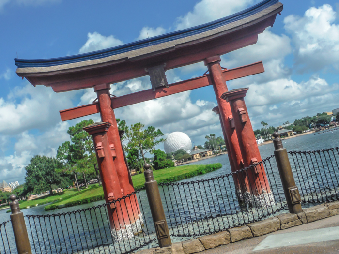 What to pack for the Epcot Food and Wine Festival | Epcot Center, Disney World, Orlando, Florida | What to wear, what to bring, what to leave at home, and how NOT to look like a crazy person | Apparel, shoes, misc. | Japan Pavilion