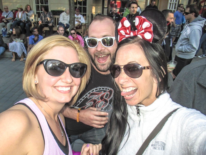 What to pack for the Epcot Food and Wine Festival | Epcot Center, Disney World, Orlando, Florida | What to wear, what to bring, what to leave at home, and how NOT to look like a crazy person | Apparel, shoes, misc. | sunglasses
