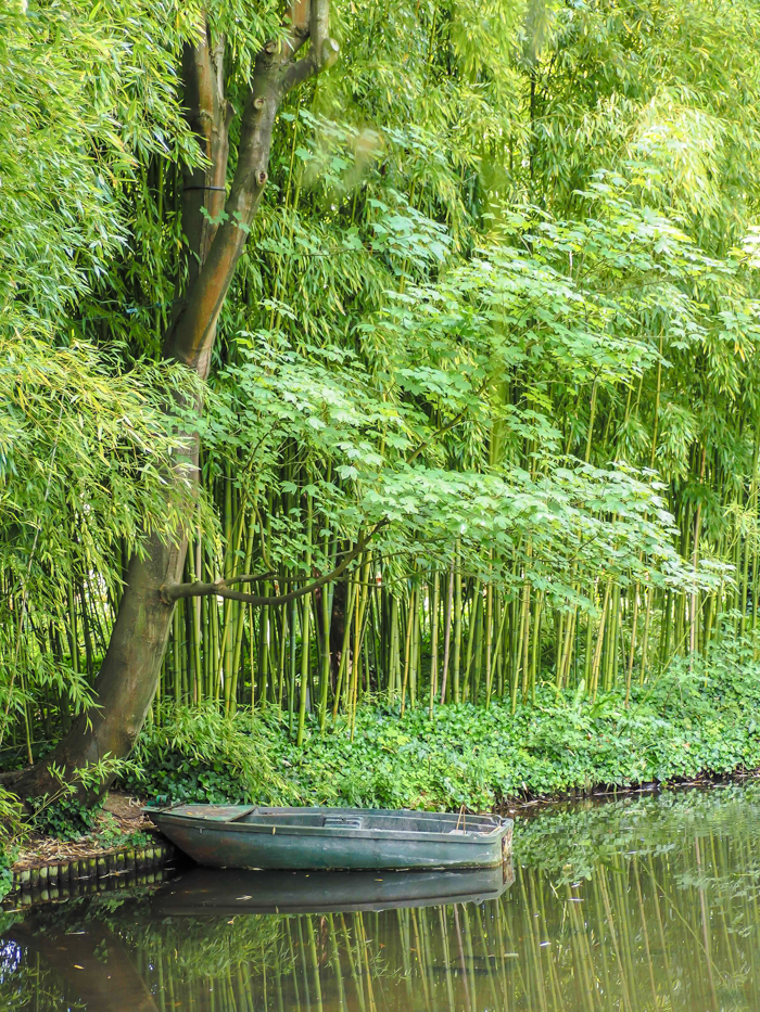Day Trip to Givery from Paris, France | Show me the Monet! | Claude Monet, Waterlilies | Impressionist art | Day trips from Paris | What to do in Paris | Things to do in Paris | Where to go in France | Waterlily pond | Impressionism | monet's boat and pond