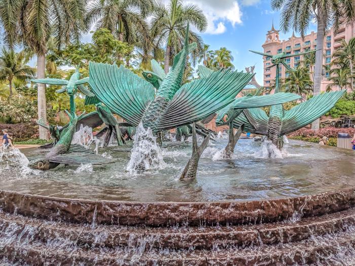 Do This, Not That // 2 Days in The Bahamas   Atlantis Royal Towers Resort   Where to stay in The Bahamas #fountain #bahamas #atlantis #honeymoon #caribbean #island #thebahamas