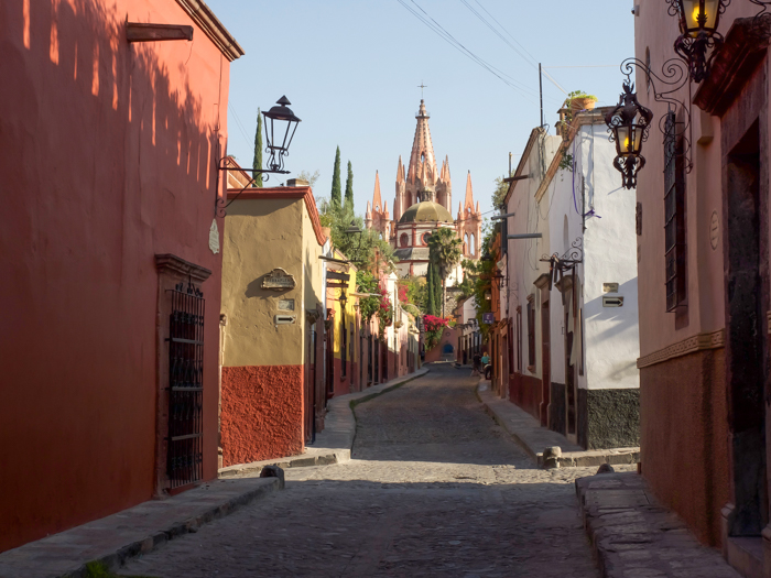 2 days in San Miguel de Allende travel tips | street scene #sanmigueldeallende #mexico #traveltips #timebudgettravel #sanmiguel