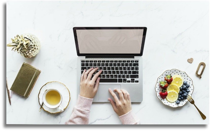 The Wanderlusty Guide to How to Start a Blog | Starting a blog from scratch | Blogging Tips | Where to start | How to start a travel blog | How to become a blogger #bloggingtips #blogging #travelblogger #travelblog #digitalnomad
