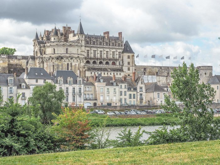 7 France-tastic Things to Do in the Loire Valley | #traveltips #loirevalley #france #daytrips | Chateau d'Amboise #amboise #chateau #castle