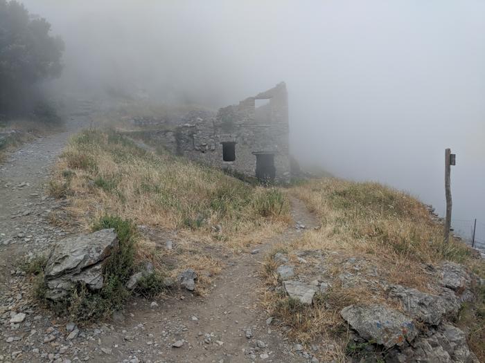 Fog and a farmhouse along the Amalfi Coast | Hiking the Path of the Gods from Sorrento, Italy on the Amalfi Coast | #pathofthegods #sorrento #amalficoast #hiking #italy