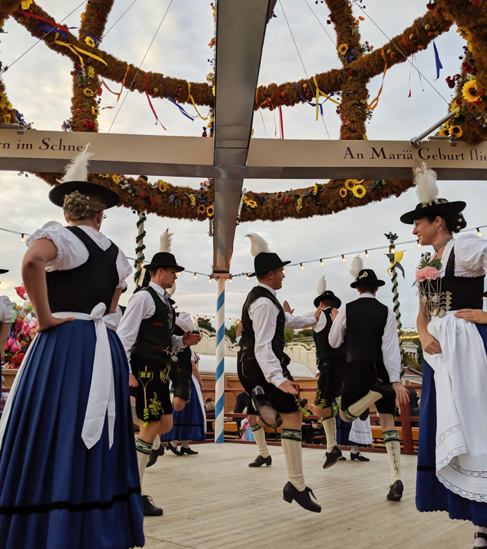 Traditional dances in the Oide Wiesn / Must-Know Oktoberfest tips from an Oktoberfest tour guide and locals / what you need to know about oktoberfest in munich, germany