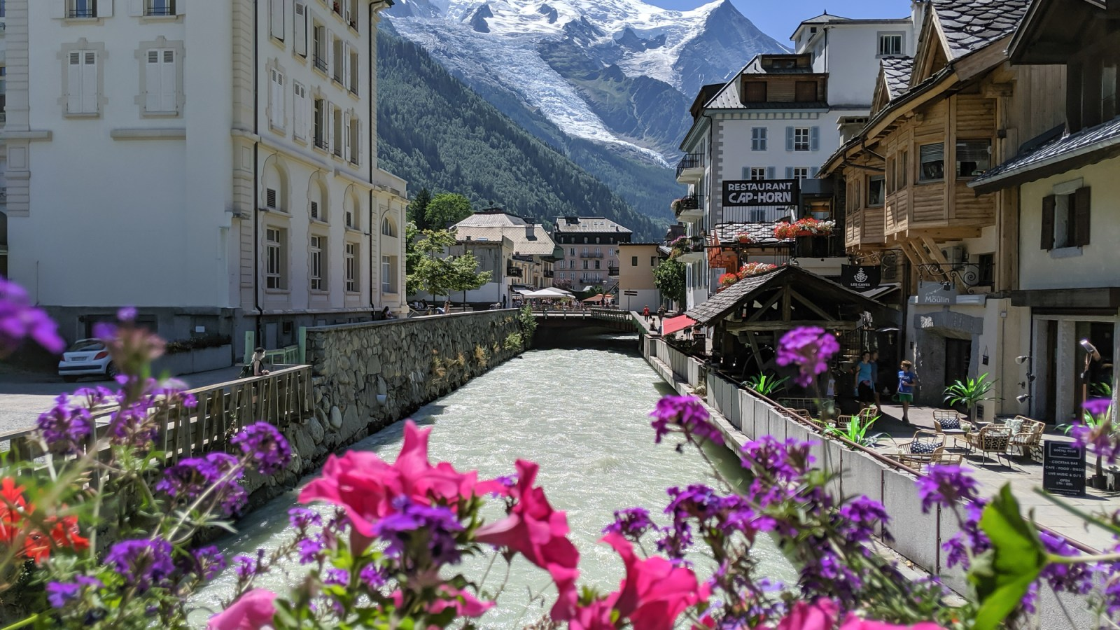Awesome things to do in Chamonix in the summer: Alpine bucket list / hiking, museums, mountains, water sports, outdoor adventures, top attractions, and more / What to do in chamonix in the summer #chamonix #france #Montblanc #tourdumontblanc #frenchalps #alps