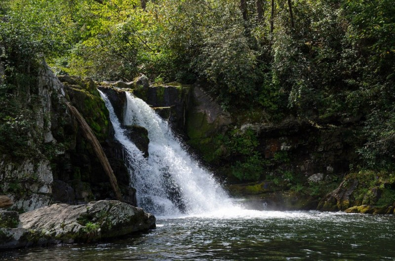 what to do in gatlinburg and pigeon forge tennessee - hiking, waterfalls