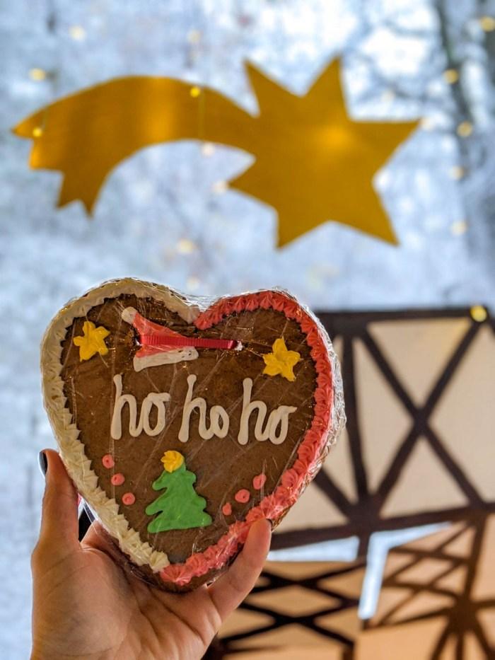 decorated lebkuchenherzen, gingerbread heart cookies