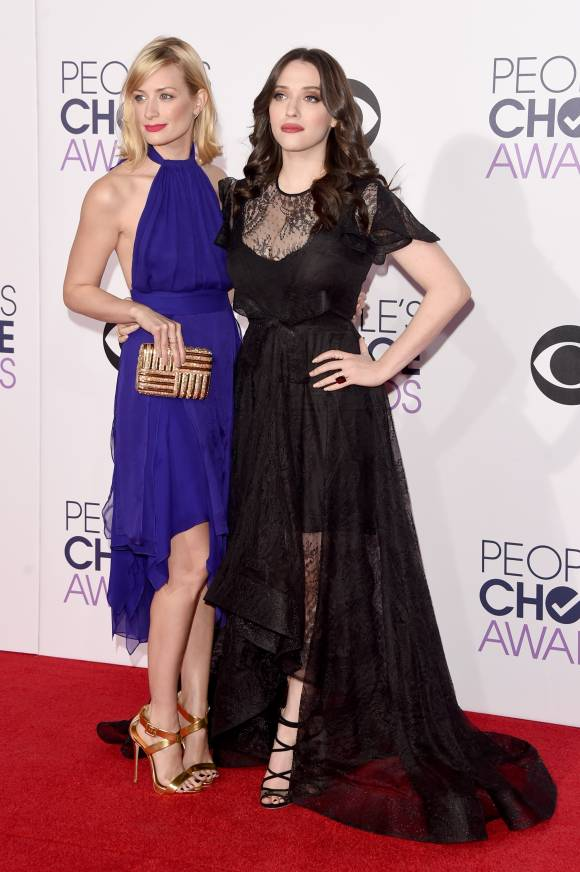 peoples-choice-awards-2015-beth-behrs-kat-dennings-red-carpet-orig-getty__width_580